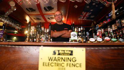 """Britse pub houdt klanten weg van toog met schrikdraad: """"Schapen blijven weg, mensen blijven weg"""""""