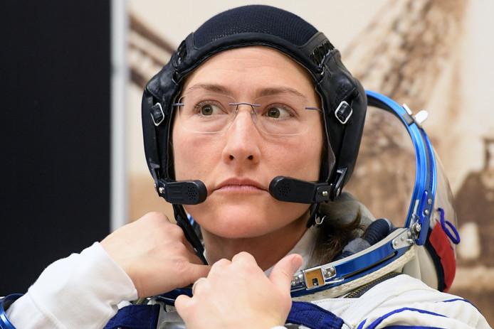 Omdat er slechts een pak in de juiste maat is, gaat vrijdag Christina Hammock Koch de ruimte in.