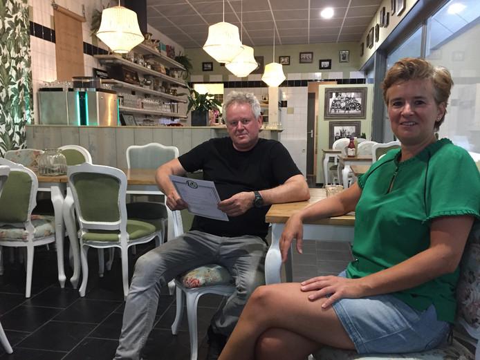 Patrick van Haren en Miranda Klomp openen lunchroom Lof op winkelcentrum Eikenbosch in Berkel-Enschot.