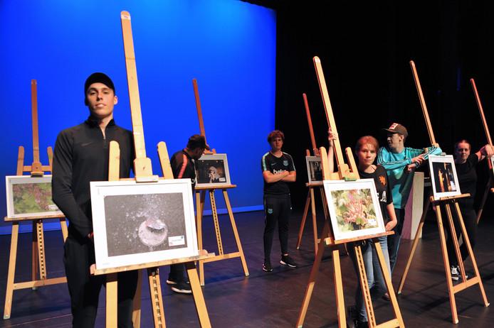 Tientallen studenten van het Da Vinci College maakten met elkaar een theatershow, waarin ze zichzelf van hun meest kwetsbare kant lieten zien.