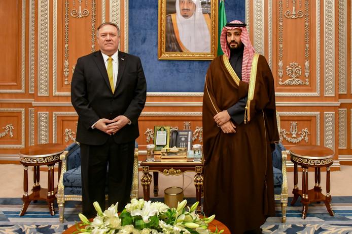 Minister van Buitenlandse Zaken Mike Pompeo bezoekt de Saoedische kroonprins Mohammad Bin Salman, in januari van dit jaar.