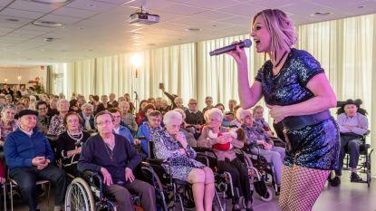 Laura Lynn na veertien jaar terug in rusthuis Maria Ter Ruste, waar het allemaal begon met 'Je hebt me 1.000 maal belogen'