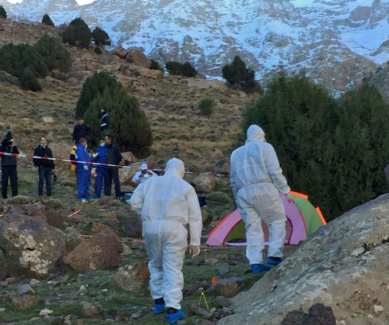 De Marokkaanse politie doet onderzoek op de plek waar de toeristen verdwenen.  Beeld AFP