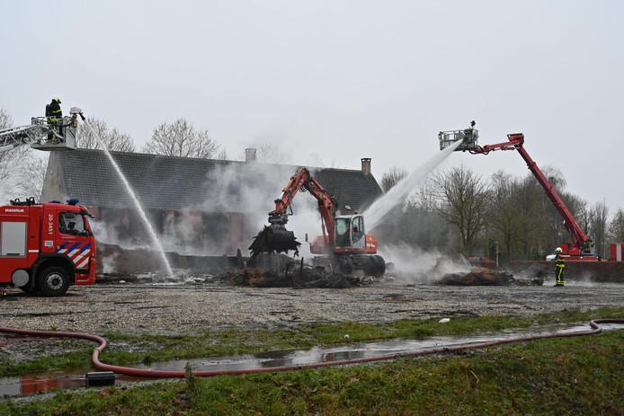 De Vlaamse schuur van De Hoge Neer is volledig verwoest.