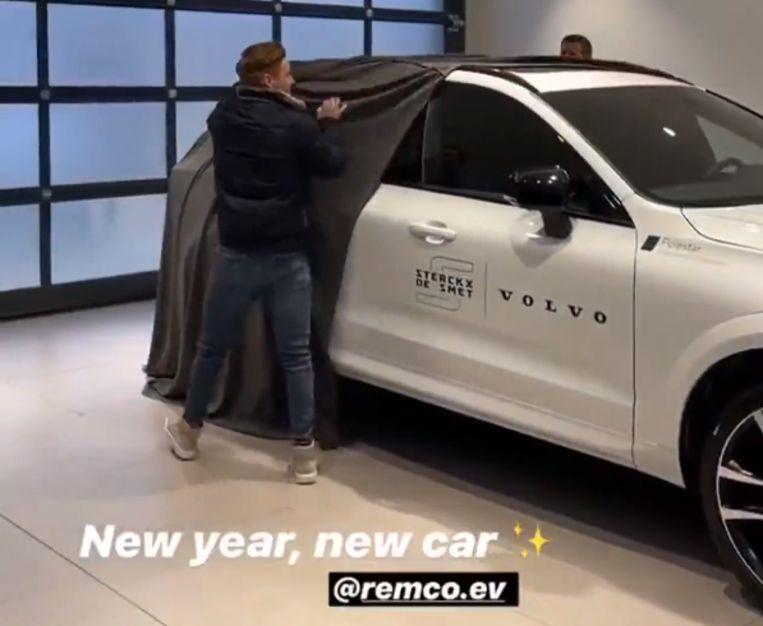 Remco Evenepoel kreeg een nieuwe auto van zijn sponsor.