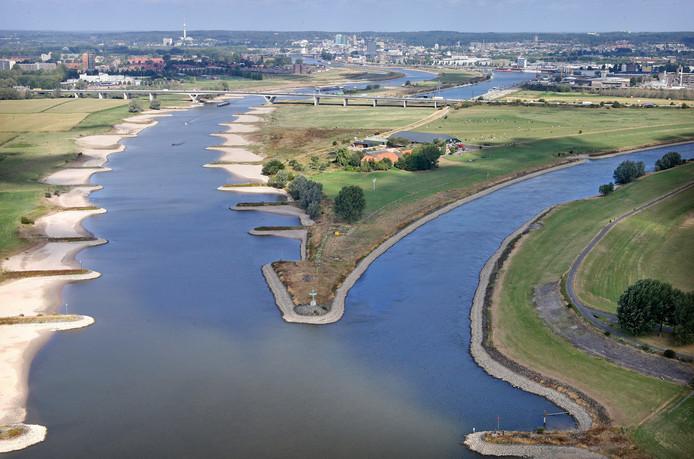 De splitsing van de Rijn en de IJssel bij Westervoort.
