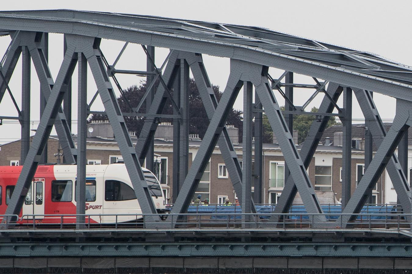 De spoorbrug over de IJssel in Zutphen.