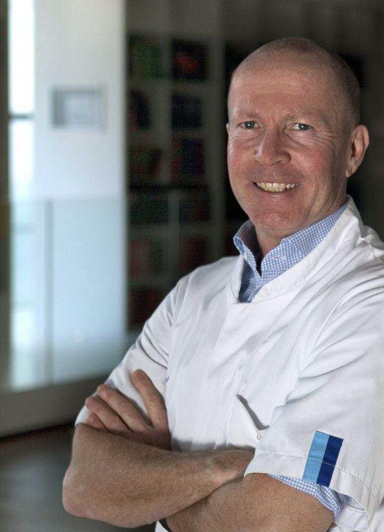 Leon van den Toorn: 'Opvallend is dat bij slechts een deel van de patiënten met aanhoudende klachten afwijkingen worden gezien op longfoto's.' Beeld geen
