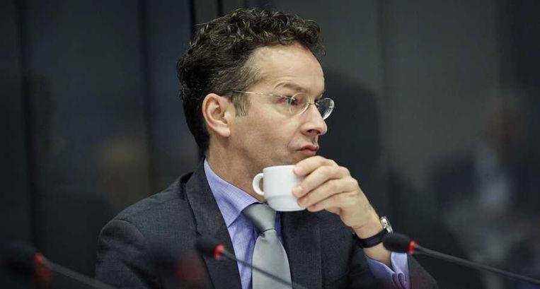 Minister Jeroen Dijsselbloem van Financiën: 'Natuurlijk is het teleurstellend dat deze rating naar beneden is bijgesteld. Ik verwacht overigens geen wezenlijk effect op de rente. Je ziet dat de markt al heeft geanticipeerd.' Beeld null