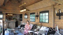 WOONVIDEO: Marijke en Yves toverden doorsnee blokhut om tot knusse lounge én ideale feestplaats met hippe bar
