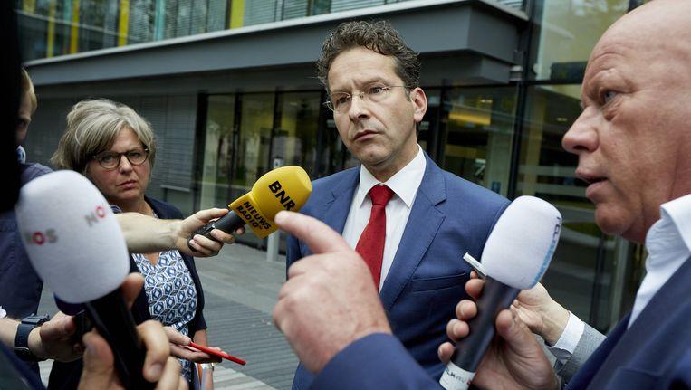 Minister Jeroen Dijsselbloem bij het ministerie van Financiele Zaken na zijn gesprek met de NS-top Beeld anp