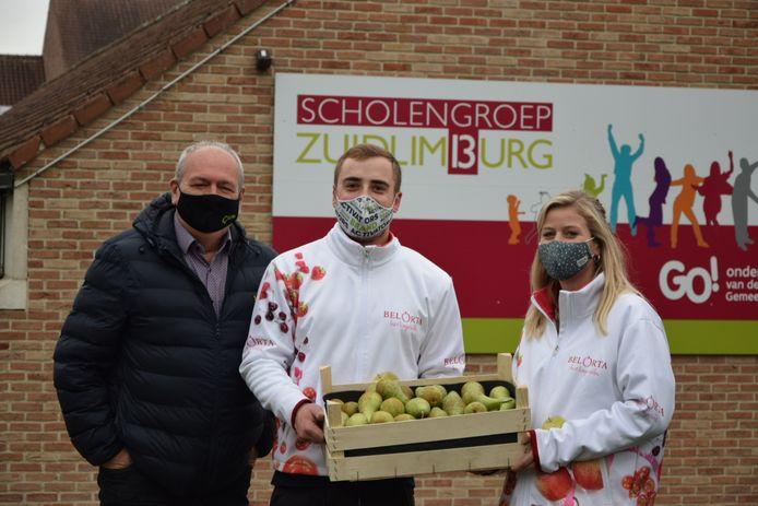BelOrta schenkt de peren weg aan scholen in Antwerpen en Limburg