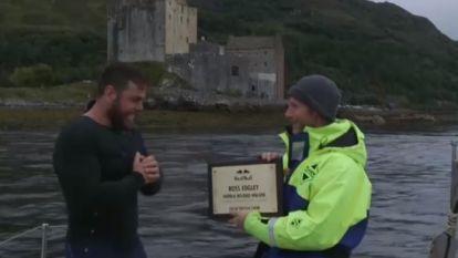 Wereldrecord! Deze Brit zwemt al 74 (!) dagen op zee
