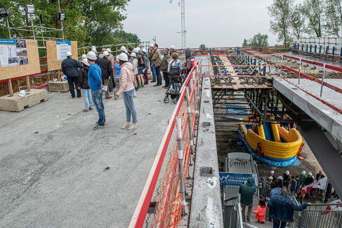 De Open Wervendag aan de Dorpsbrug lokte heel wat kijklustigen.