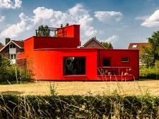 Op verven staat een flinke boete: maar moet dit rode huis in Deventer écht voor altijd rood blijven?