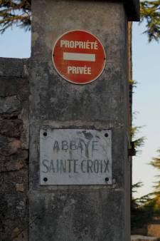 Un essai clinique sauvage sur des centaines de malades dans une abbaye française