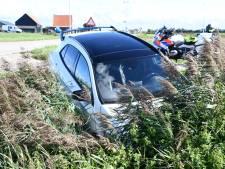 Auto in de sloot bij Poortvliet, één gewonde
