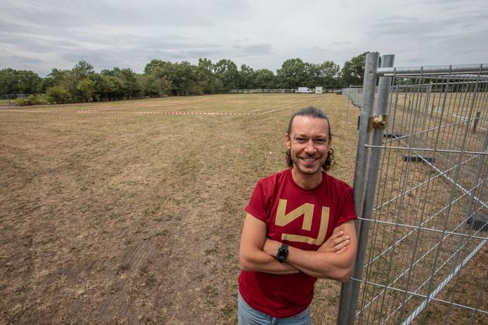 Rob van der Donk van Loud Noise, de organisator van Dynamo Metalfest, op het campingterrein.