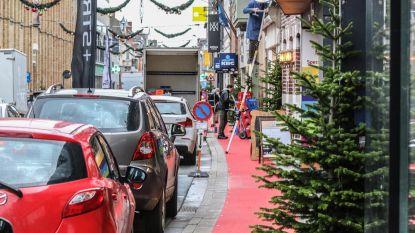 16 kerstbomen in de weg, stad grijpt in