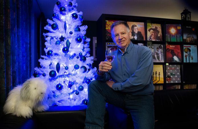 Jan-Peter Geertman maakt het gezellig. Hij is 'alleen, maar niet eenzaam'.