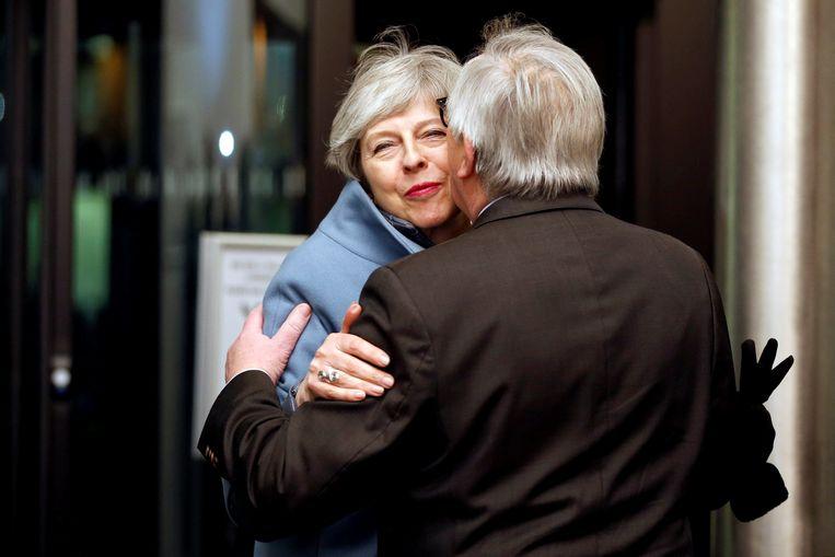 Europese Commissie-voorzitter Jean-Claude Juncker ontvangt de Britse premier Theresa May in Straatsburg. Beeld Reuters