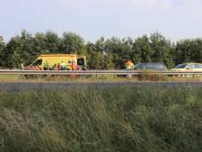 Motorrijder (20) uit Arnhem gewond bij aanrijding met vrachtwagen op A15