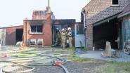 Uitslaande brand vernielt bijgebouw naast woning in Kruishoutem