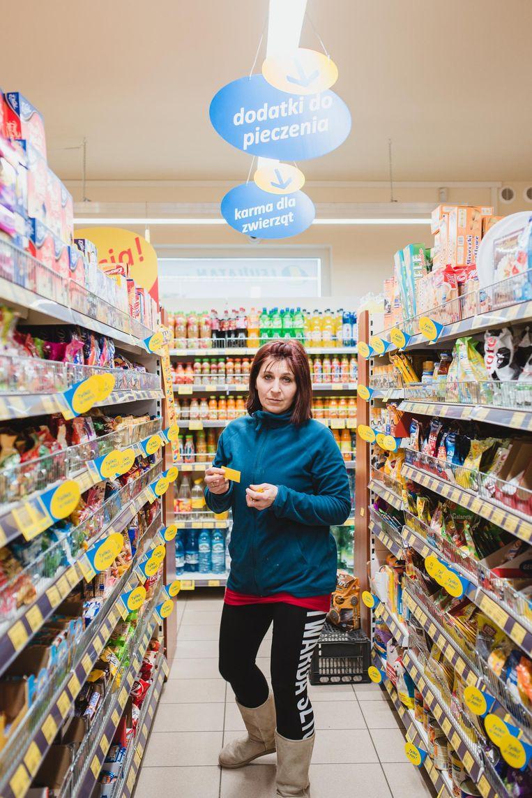 Yvona, medewerker bij een supermarkt. Beeld Fabian Weiss