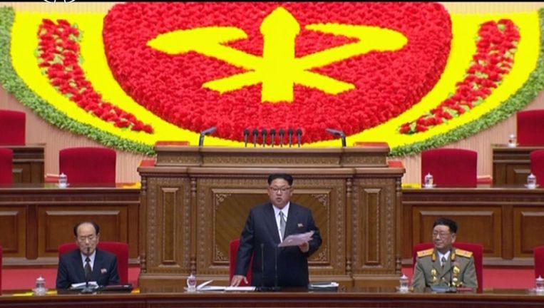 De Noord-Koreaanse leider Kim Jong-un tijdens de opening van het partijcongres. Beeld ap