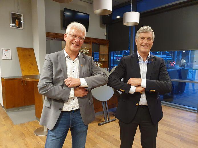 Theo Jochoms (l) en Bert Janssen. Elleboogje in plaats van een hand.