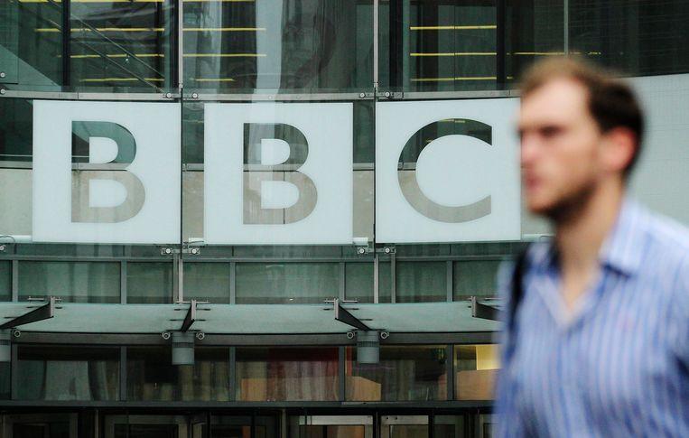 De Britse openbare omroep zet 450 redactiemedewerkers aan de deur voor besparingen.