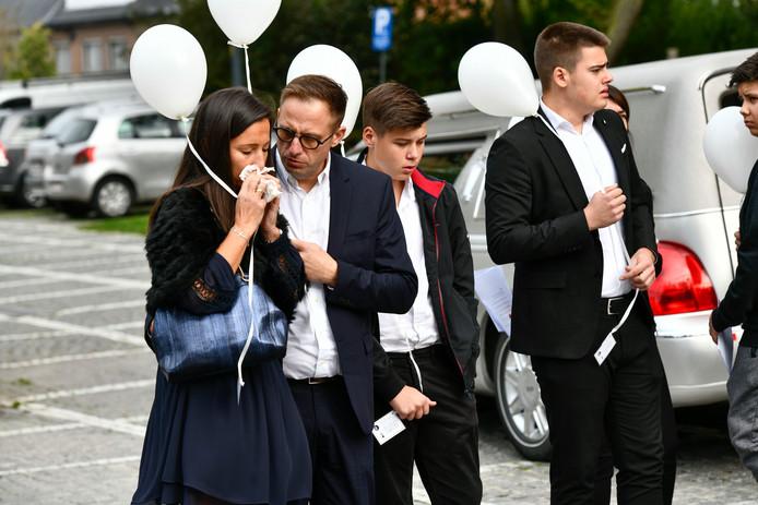 Les parents, le frère et le petit ami de Charlotte Gysel lors de l'enterrement, samedi 5 octobre