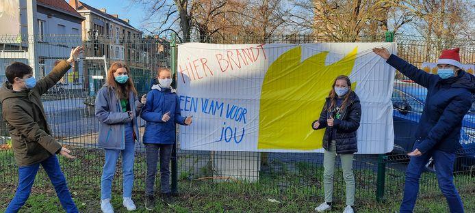 Leerlingen van GO! Busleyden Atheneum campus Caputsteen hingen een honderdtal wensen aan de 'muur'.