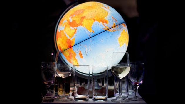 Lege glazen na de laatste uitzending van de Wereldomroep, in mei jongstleden