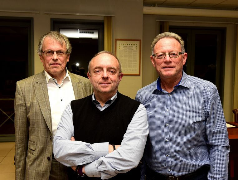Henk Goegebuer (GB.G), Daniel Fonteye (VB) en Rudy Thiebaut (N-VA) zijn niet blij met het uitstel.