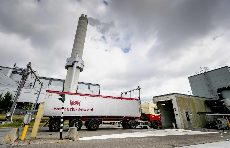 Slibverladingsstation van waterschap Amstel Gooi en Vecht. Het AEB kan de verbranding van dit slib niet bijhouden, als noodmaatregel wordt dit slib elders ondergebracht.