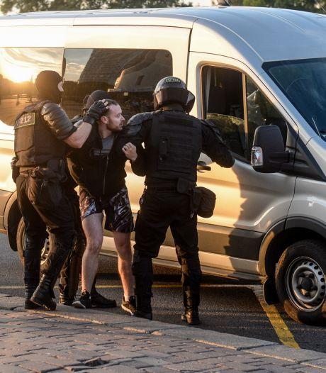 NRC-correspondent gewond terug uit Wit-Rusland: geraakt in bovenbeen