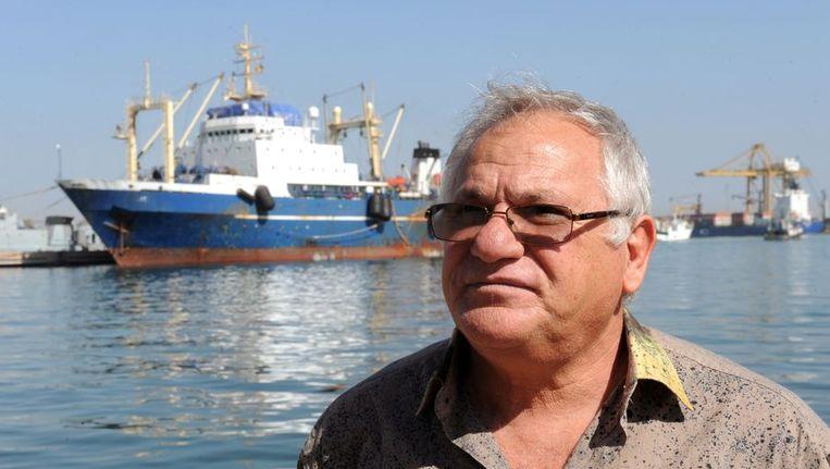 De Senegalese minister van Visserij Haïdar El-Ali bij de Russische trawler 'Oleg Najdenov' in Dakar. Beeld afp