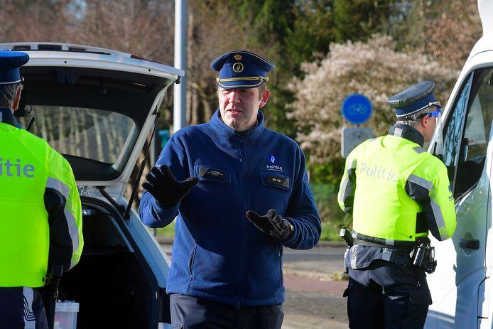 Patrick De Smedt tijdens een grenscontrole. ,,De regels veranderden met de dag.''