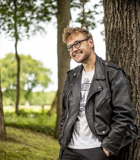 Oldenzaalse filmmaker komt met ontwapenende documentaire over Freek de Jonge