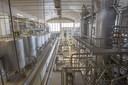 Grote tanks, kilometers leidingen en vulmachines, zo zag de fabriek van FrieslandCampina er uit toen alles in de verkoop ging in 2015.