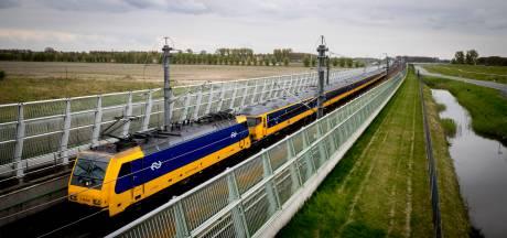 Kabinet trekt geld uit voor snellere treinen Noorden, facelift Schiphol en station Utrecht
