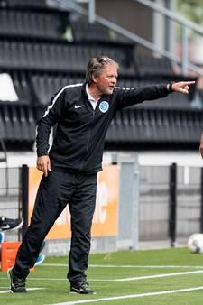 Graafschap-trainer Henk de Jong: 'Wie niet gaat stappen krijgt een boete'