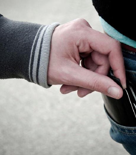 87-jarige man beroofd van portemonnee in Hengelo
