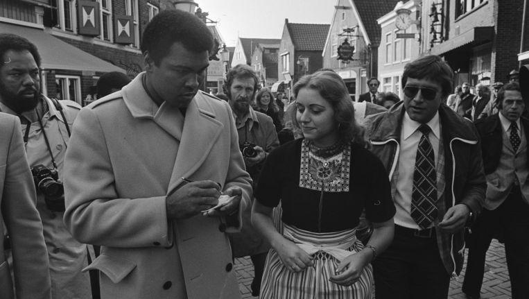 Bokslegende Muhammad Ali in Volendam Beeld Bert Verhoeff