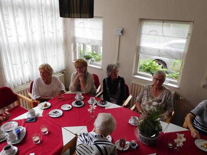 Bewoners D'n Boggerd vieren jubileum onder genot van koffie met gebak