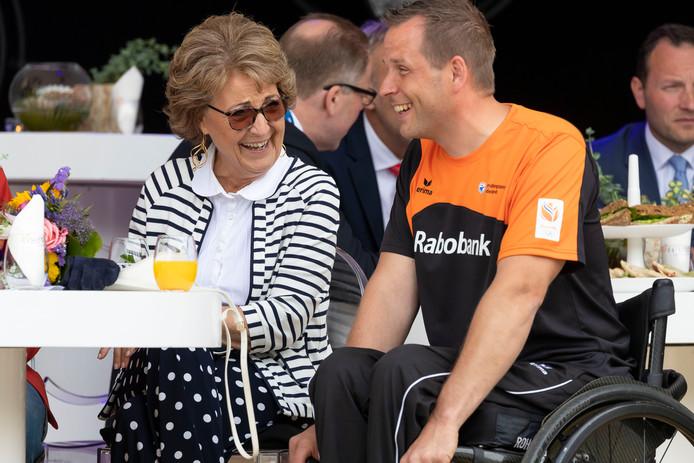 Prinses Margriet in gesprek met Roy Klaassen.