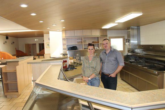 Eveline en Vincent in hun frituur Moart 31.
