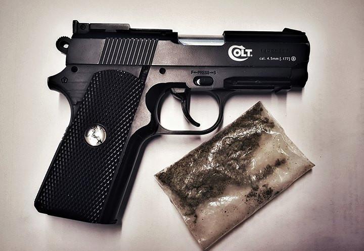 Pistool en drugs gevonden bij man in Waalwijk