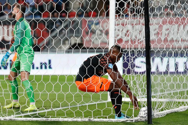 PSV'er Denzel Dumfries viert de 1-1 tegen FC Twente Beeld BSR Agency